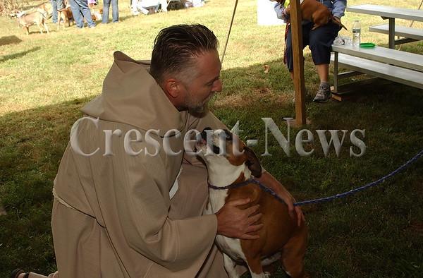 09-12-15 NEWS Strut Your Mutt