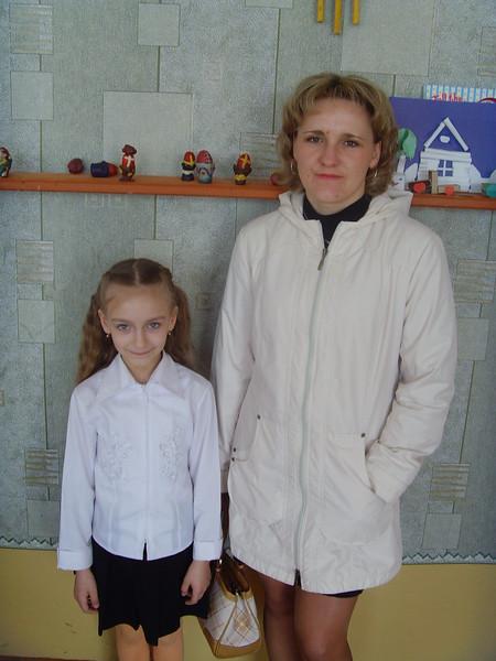 Vika Kazubouskaya and mum.jpg