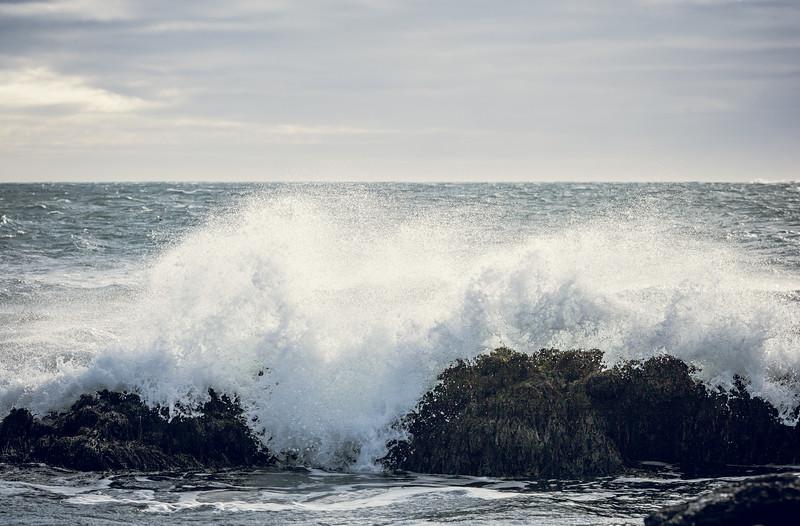 Waves breaking on Reykjanes