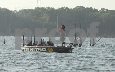 pro-fishermen-try-to-snag-jackpot-at-lake-fork-event
