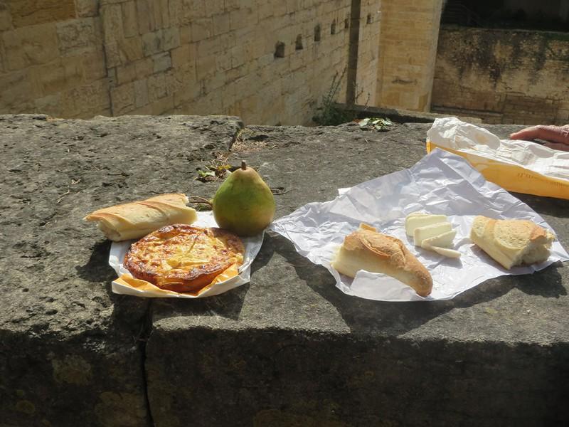 IMG_0923-Cluny-picnic-s.JPG