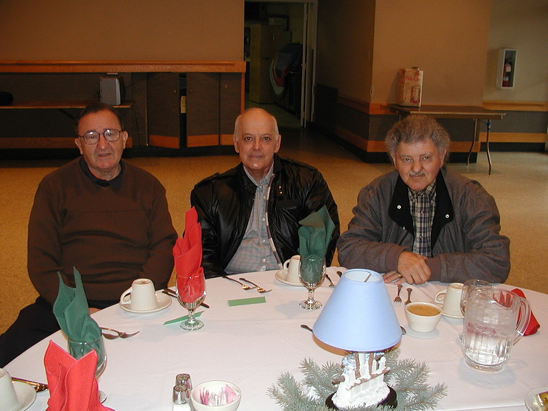 2002-12-12-Philoptochos-Senior-Citizens-Luncheon_015.jpg