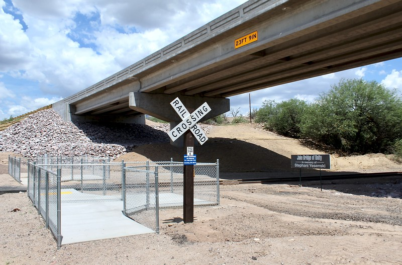 Railroad pedestrian crossing at the north end of the historic Gila River bridge (2018)