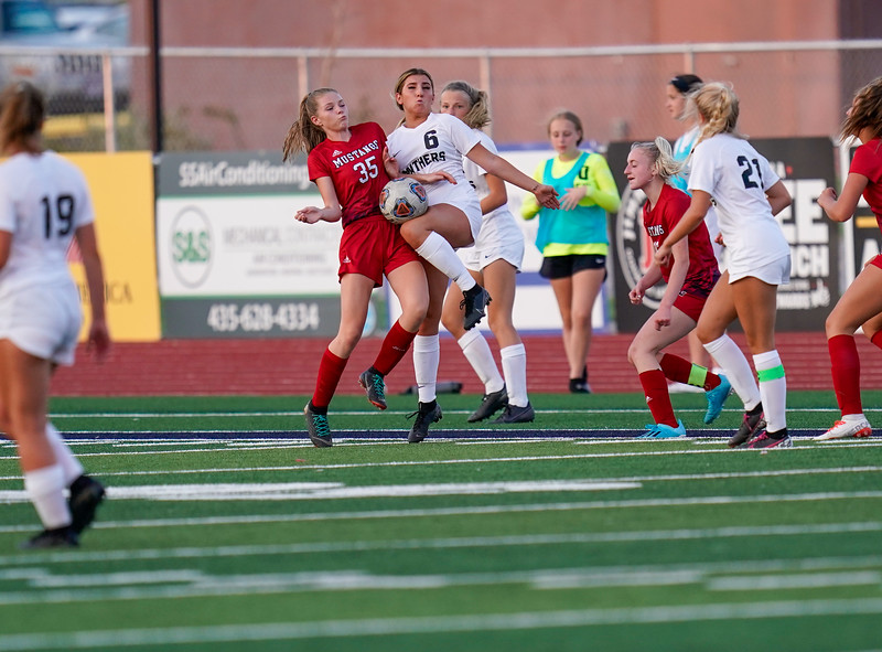 CCHS-vsoccer-pineview1787.jpg