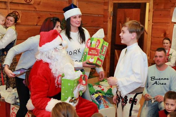 Mikołaj w Szkółce Pieśni i Tańca przy ZG ZPPA