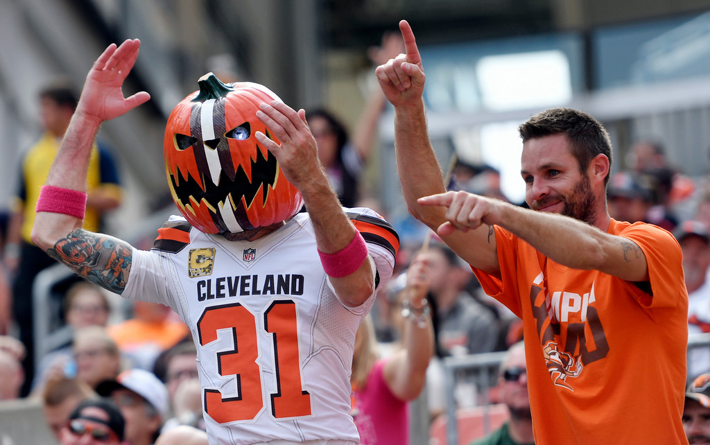. Cleveland Browns fans cheer during the first half of an NFL football game against the New York Jets, Sunday, Oct. 8, 2017, in Cleveland. (AP Photo/David Richard)