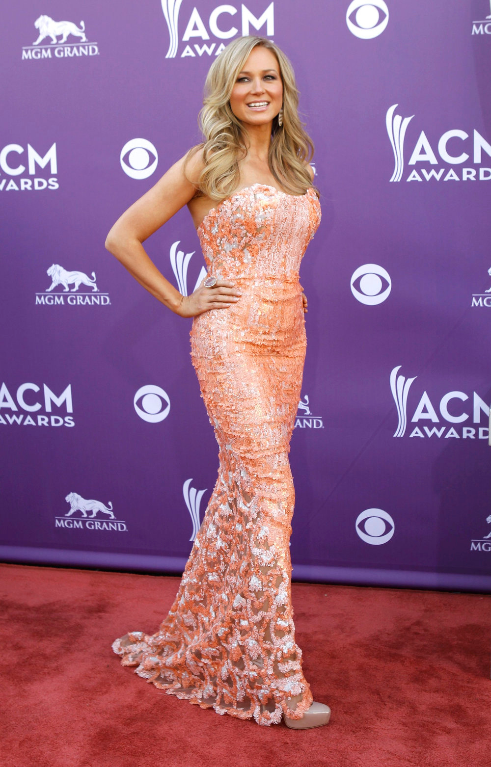 . Singer Jewel poses as she arrives at the 48th ACM Awards in Las Vegas, April 7, 2013.  REUTERS/Steve Marcus