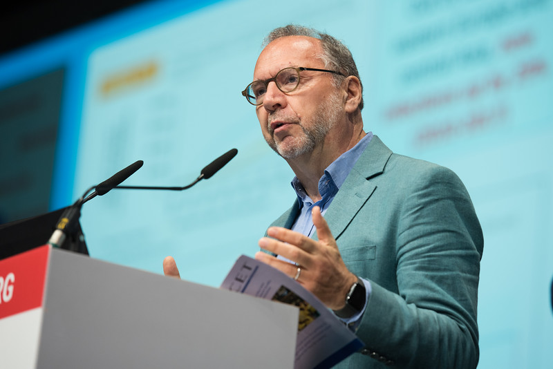 22nd International AIDS Conference (AIDS 2018) Amsterdam, Netherlands   Copyright: Marcus Rose/IAS  Photo shows: Plenary Session. Global health and the HIV response Peter Piot, London School of Hygiene & Tropical Medicine (LSHTM), United Kingdom