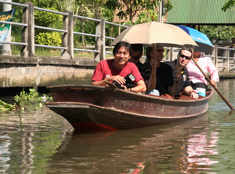 Lester, Peter, Joe & Scott in a boat at Tha Kha Floating Market