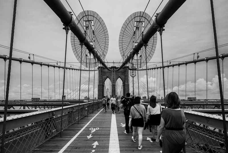 Brooklyn bridge bnw.jpg