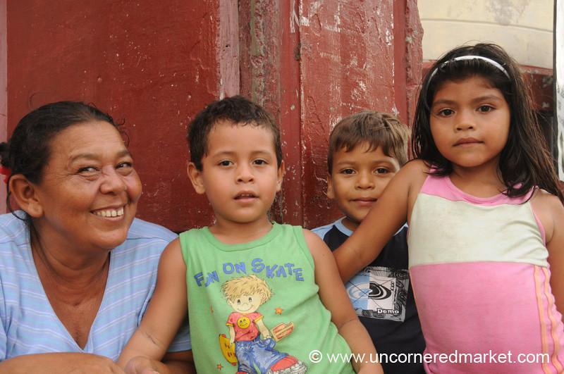 Leon, Nicaragua: Proud Mother and Kids