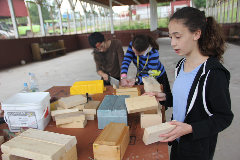kars4kids_thezone_camp_GirlDivsion_workshops_WoodWorking (58).JPG