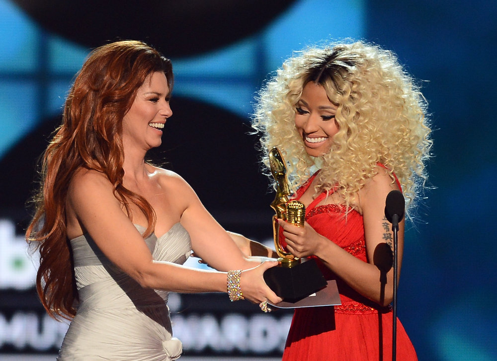 ". Singer Shania Twain presents the award for ""Top Rap Artist\"" to rapper Nicki Minaj onstage during the 2013 Billboard Music Awards at the MGM Grand Garden Arena on May 19, 2013 in Las Vegas, Nevada.  (Photo by Ethan Miller/Getty Images)"