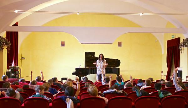 Valentina Valente - lezione concerto agli allievi delle Scuole Elementari di Pinerolo - Accademia di Musica
