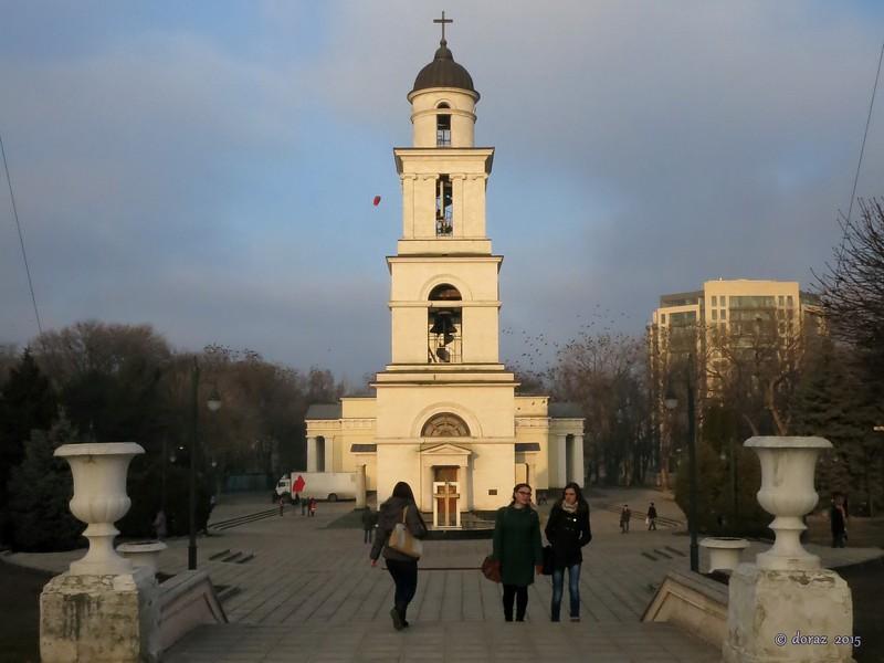07 Chisinau, Parcul Catedralei.jpg