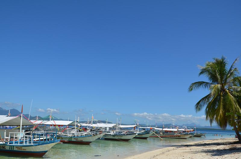 DSC_6507-boats-on-the-beach.JPG