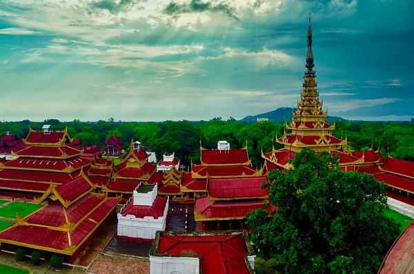 Mandalay: Palace, Kuthodaw Pagoda, Golden Palace Monastery