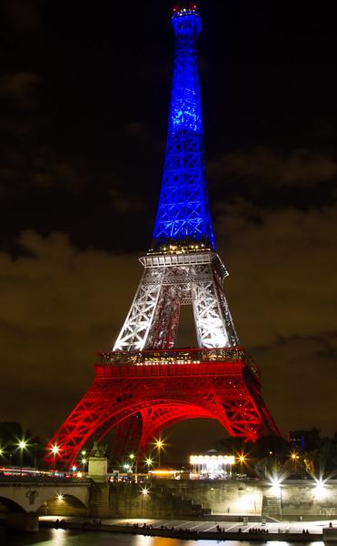 EiffelNight2.jpg
