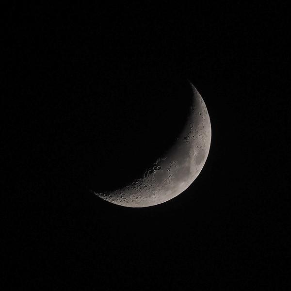Crescent moon 27% 17th April 2021