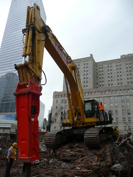 NPK GH50 hydraulic hammer on Testa excavator (7).JPG