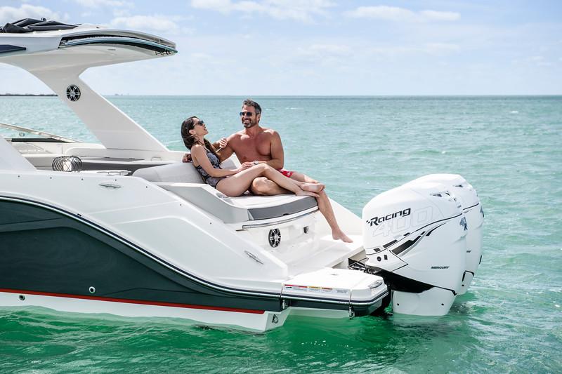 2020-SLX-R-310-outboard-lifestyle-25.jpg