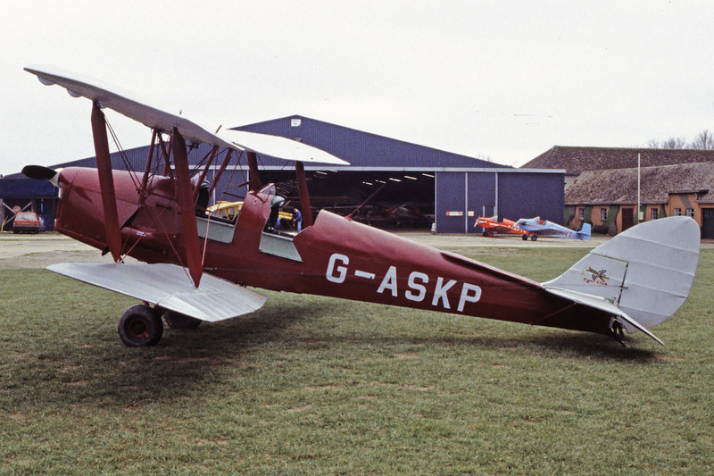G-ASKP-DH-82ATigerMoth-Private-EGKH-1998-02-19-EI-29-KBVPCollection.jpg