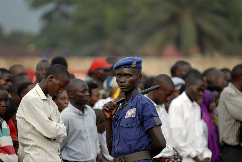 061231 3074 Burundi - Bujumbura - President Crusade to thank God for 2006 _E _I _L ~E ~L.JPG