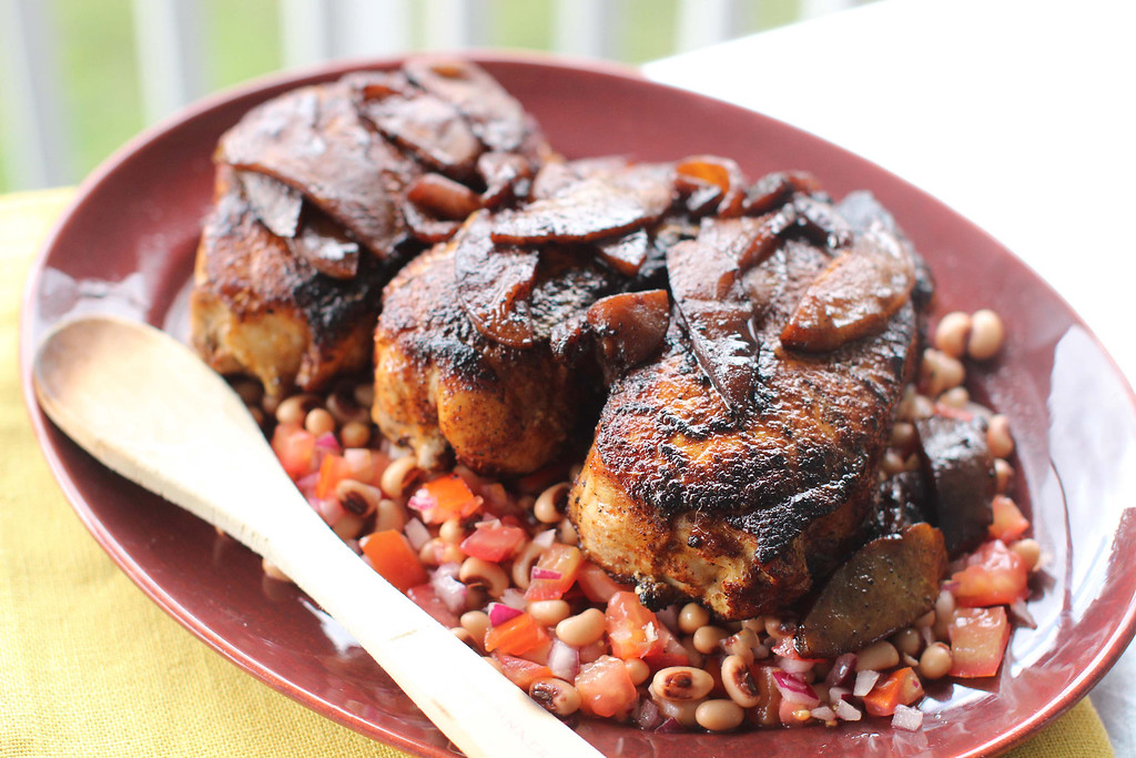 ". Stampede pork chops with black eyed peas and caramelized apples. <a href=""http://www.news-herald.com/article/HR/20151002/NEWS/151009901\"">Get the recipe by Katie Workman</a>. (AP Photo/Matthew Mead)"