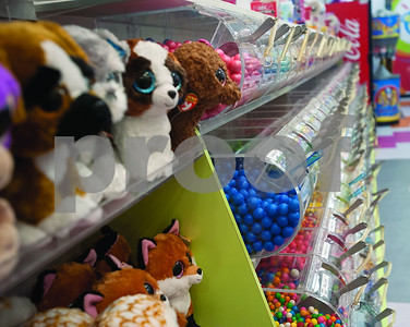 candy-world-finds-another-sweet-spot-broadway-square-mall