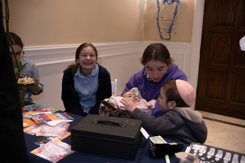 Brentwood Chabad -Chanukah1045.jpg