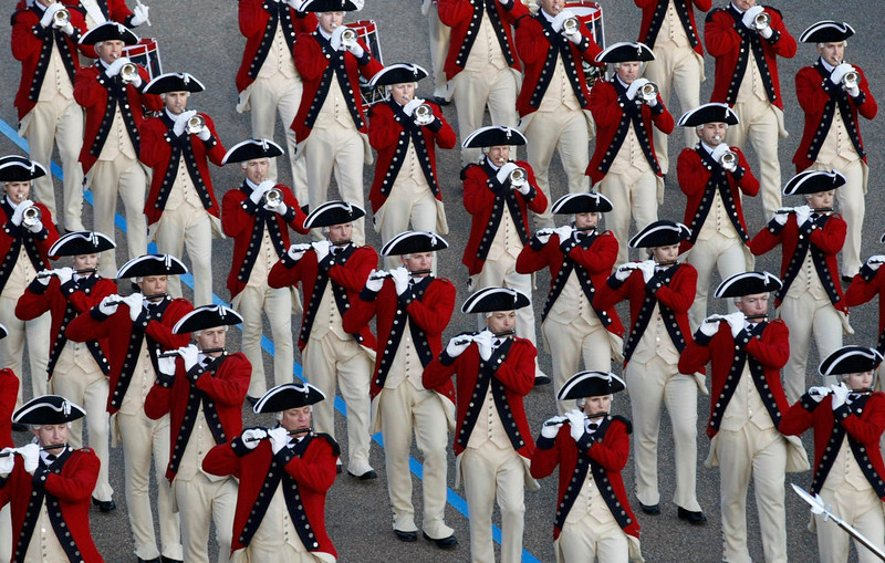. The Old Guard Fife and Drum Corps marches during the inaugural parade from the U.S. Capitol to the White House in Washington, January 21, 2013.    REUTERS/Rick Wilking