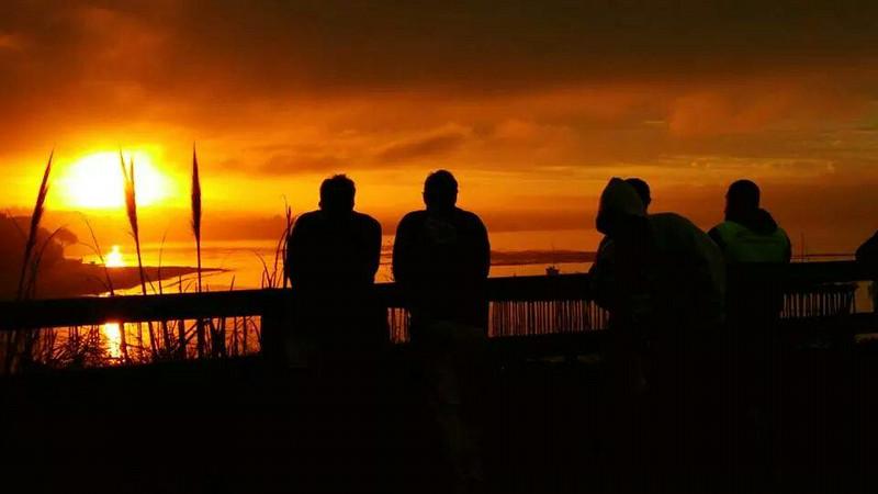 MarathonFoto Watching the Sunrise- Wharf to Wharf