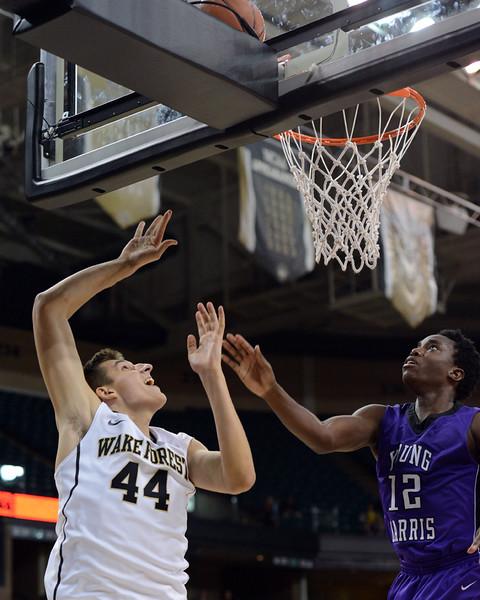 Konstantinos Mitoglou shot under basket.jpg