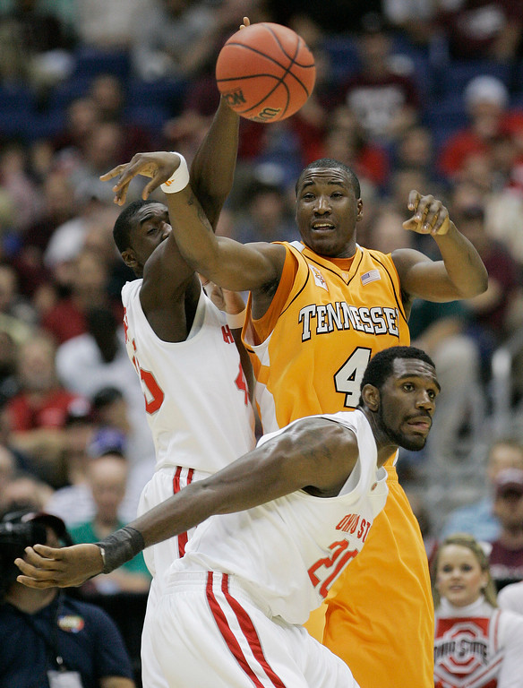 . Tennessee\'s Wayne Chism (4) passes the ball past the defense of Ohio State\'s Greg Oden (20) and Othello Hunter, left, during their NCAA South Regional semifinal basketball game at the Alamodome in San Antonio, Thursday, March 22, 2007.  (AP Photo/Eric Gay)