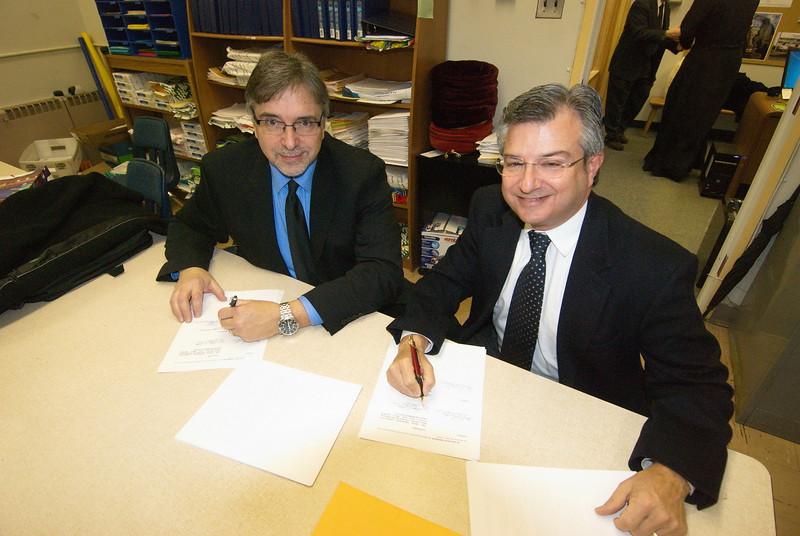 2013-02-24-Arista-Contract-Signing_001.jpg