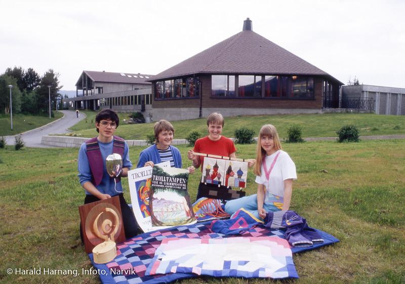Solhaugen videregående skole, studenter ved kunstlinje. Foto til utstilling.