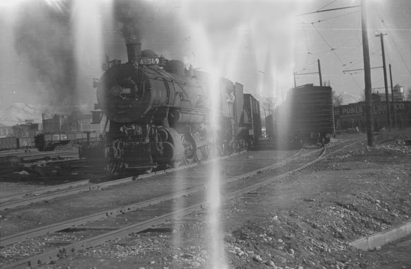 UP_2-8-0_569-with-train_Salt-Lake-City_1946_001_Emil-Albrecht-photo-0216-rescan.jpg