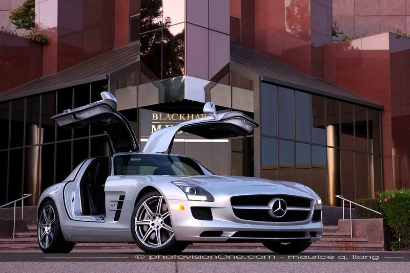 Mercedes SLS in front of the Blackhawk Museum in Danville.