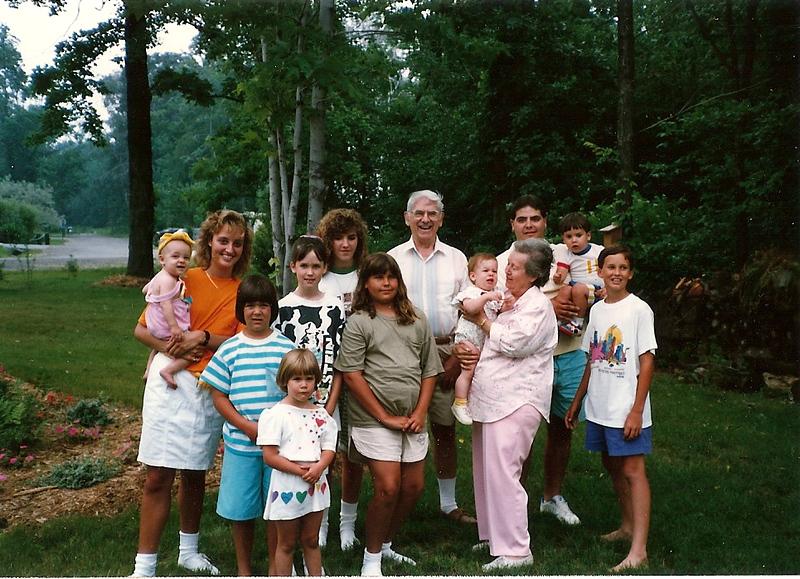 Mom & Dad Cerne with all Grandchidren except Eddie   7/89