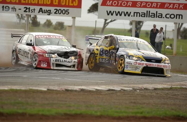 V8 Supercars Crash Mallala 2005