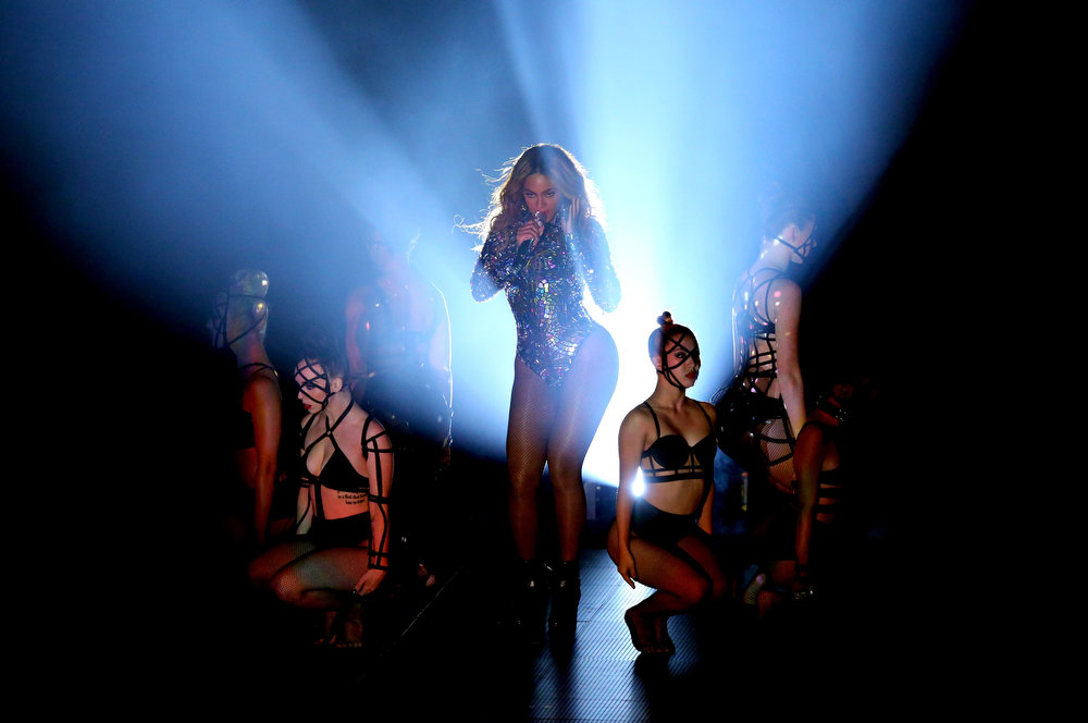 . Singer Beyonce (C) performs onstage during the 2014 MTV Video Music Awards at The Forum on August 24, 2014 in Inglewood, California.  (Photo by Mark Davis/Getty Images)