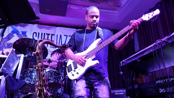Aaron Clay, Bass...