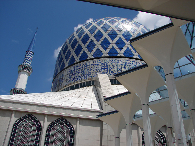 Sultan Salahuddin Abdul Aziz Mosque, known as The Blue Mosque in Shah Alam Malaysia (3).JPG