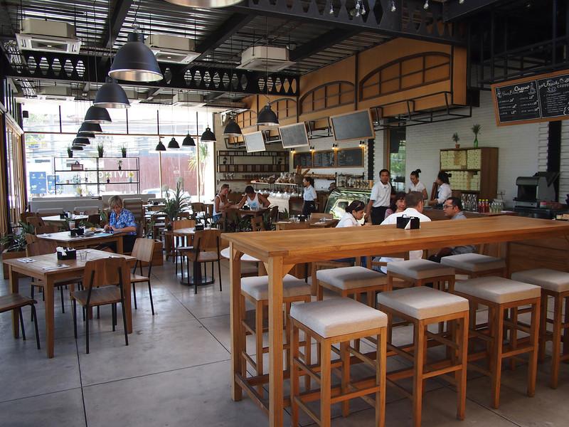 P5057537-livingstone-cafe-inside.JPG