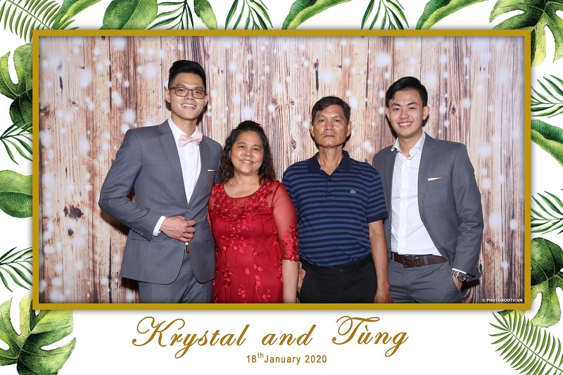 Krystal-Tung-wedding-instant-print-photo-booth-in-Ho-Chi-Minh-City-Chup-hinh-lay-lien-Tiec-cuoi-WefieBox-Photobooth-Vietnam-049.jpg