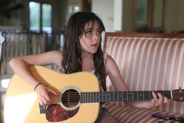 Isabelle Fuhrman - casually playing music