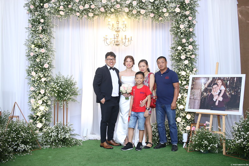 Vy-Cuong-wedding-instant-print-photo-booth-in-Bien-Hoa-Chup-hinh-lay-lien-Tiec-cuoi-tai-Bien-Hoa-WefieBox-Photobooth-Vietnam-105.jpg