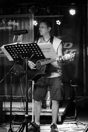 chuck n john acoustic duo