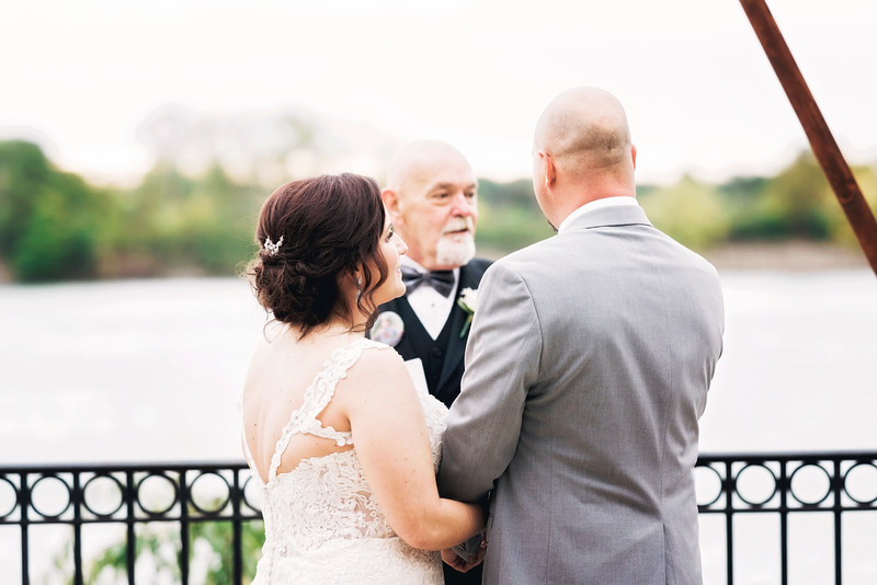 chateau-on-the-river-trenton-michigan-wedding-0266.jpg