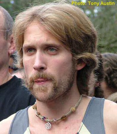2004 Mill Bay 10K - Steve Osaduik before the start
